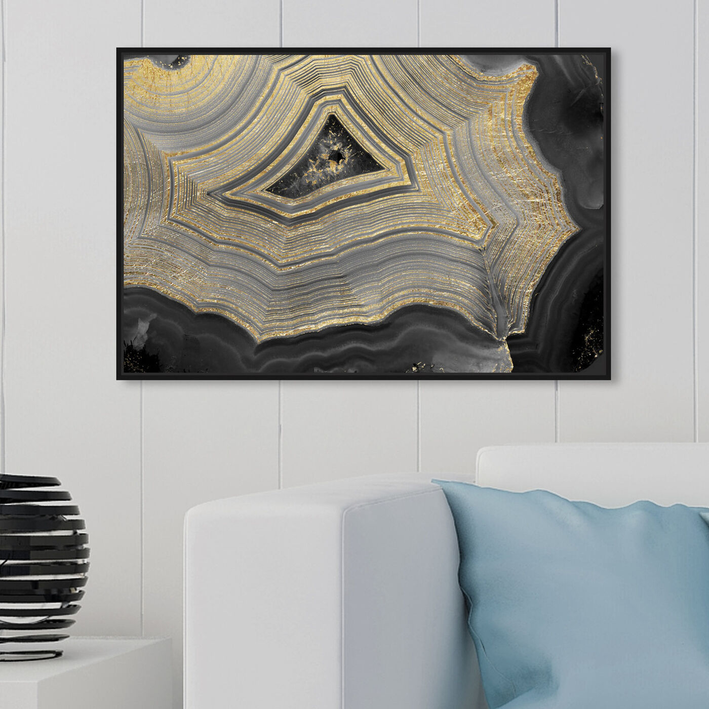 Hanging view of Dubbio Geode featuring abstract and crystals art.